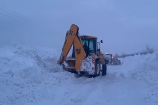 На Тернопільщині продовжують розчищати дороги від снігу