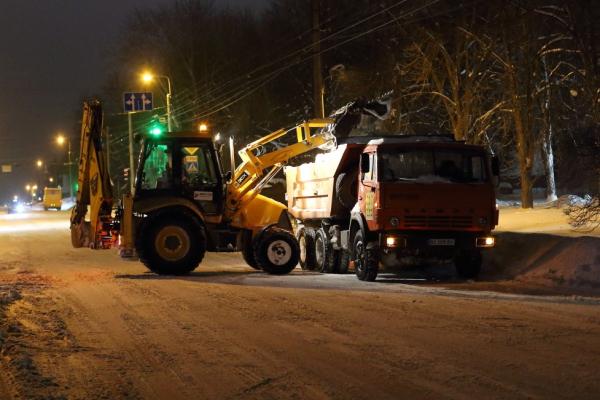 У Тернополі впродовж ночі вивезли приблизно 500 м³ снігу