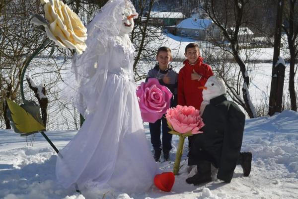 «Закохані сніговики» перемогли на фотоконкурсі «Найкращий сніговик Підгаєцької ОТГ»