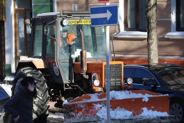 У Тернополі продовжують очищати вулиці від снігу