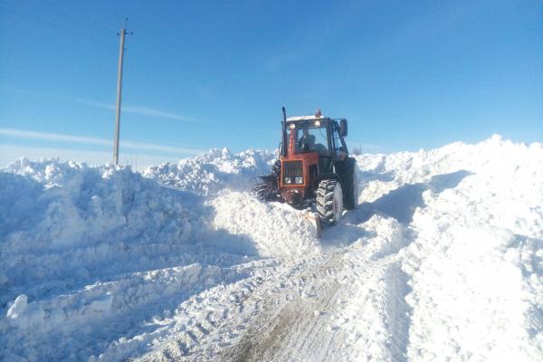 На Тернопільщині не має доїзду до частини сіл: дороги продовжують очищати від снігу