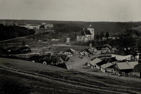 Язловець та замок на столітніх фото