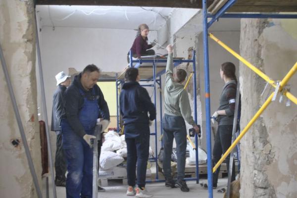 На Теребовлянщині волонтери роблять ремонт у центрі культури (Фото)