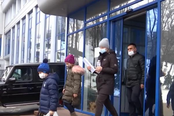 «Стріляли у спину»: маленького тернополянина виписали із лікарні