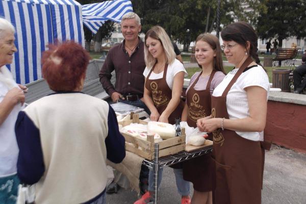 Українець і болгарка: сім'я Горобців – єдині сировари на Лановеччині