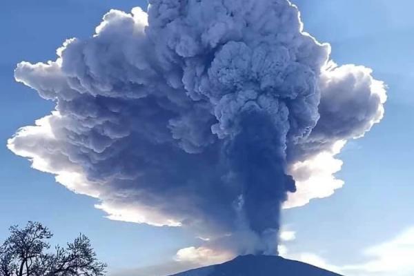 Вулкан Етна неспокійний: стався вибух висотою 10 км (Фото)
