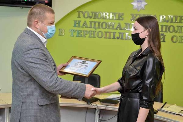 Оператора лінії 102 в Тернополі відзначили за порятунок життя людини