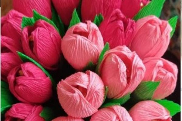 Зі святом 8 березня: у тролейбусі тернополянкам дарують квіти
