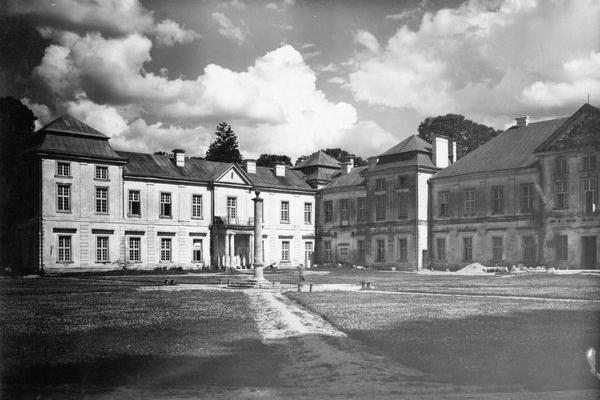 Замок-палац князів Вишневецьких на старих фото