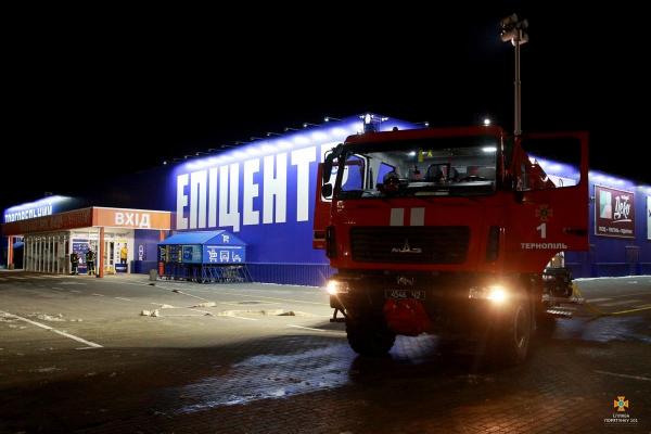 Тернопіль: у «Епіцентрі» рятувальники ліквідували загоряння