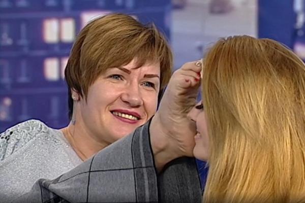 Макіяж без допомоги рук: мешканка Тернопільщини встановила рекорд України (Відео)
