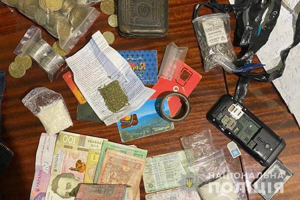 Продавали наркотики через Telegram-канал: на Тернопільщині судять учасників злочинного угруповання