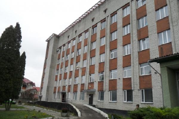 На Львівщині хвора на коронавірус медсестра викинулася з вікна лікарні
