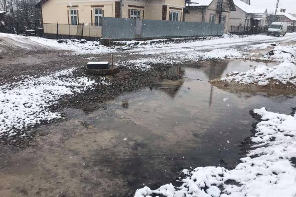 «Візьму в оренду це самостворене озерце…», - житель Бережан про місцеві дороги
