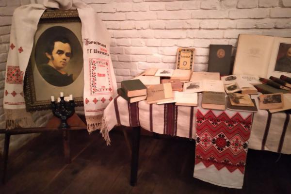 Унікальну колекцію «Кобзарів» представили на виставці у Борщові