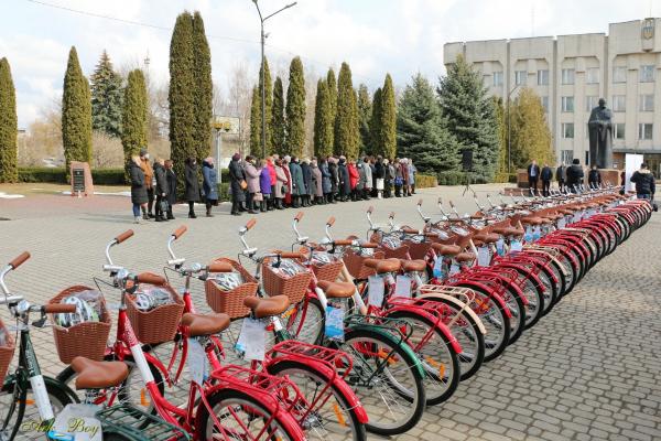 Соціальним працівникам Тернопільщини передали велосипеди