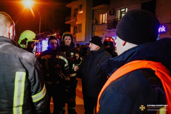Постаждали рятувальники: Під час гасіння пожежі у Тернополі стався вибух