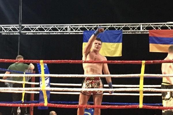 Фанатик спорту: чемпіон світу з тайського боксу Дмитро Борсук провів майстер-класи у СК «Workout Hall» у Тернополі