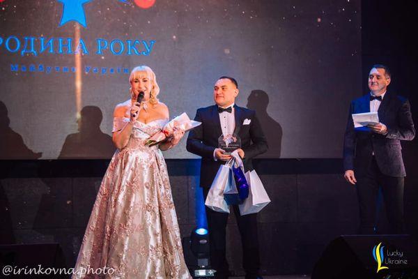 Подружжя Навроцьких з Тернополя отримало головну сімейну премію України «Родина року 2021»