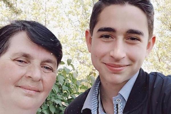 Золотий голос Тернопільщини Роман Сасанчин просить допомогти врятувати маму
