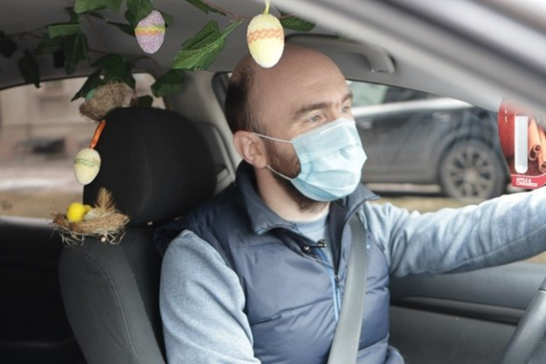 Тернопільський таксист прикрашає авто до кожного свята