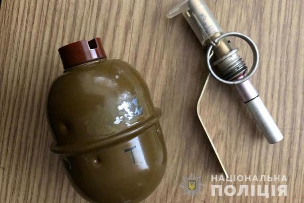 Житель Тернопільщини намагався продати бойову гранату
