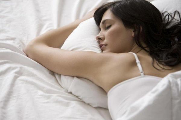 Хочете дізнатися про жінку все – подивіться на неї, коли вона спить