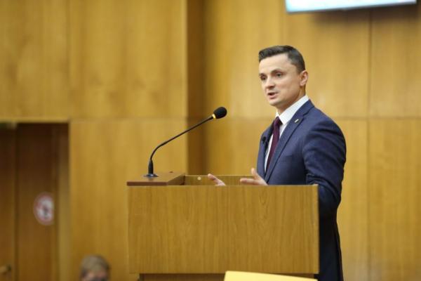 Михайло Головко: «Друга сесія Тернопільської обласної ради ухвалила важливі рішення щодо відновлення роботи аеропорту в Тернополі»