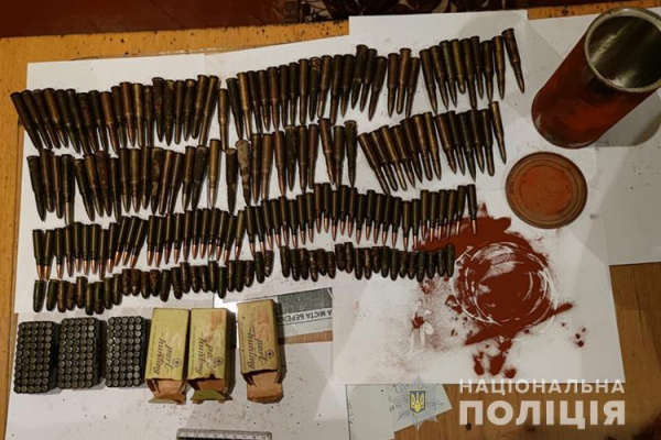 Намагалися заробити на продажі зброї: на Тернопільщині затримали двох жителів області