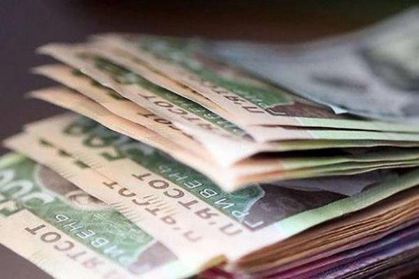 Середня зарплата українців за минулий рік зросла на 15,7%