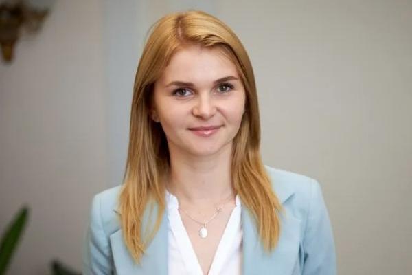 Нардепка від «Слуги народу» заявила, що «потрібно звалювати з цієї країни» (Фото)
