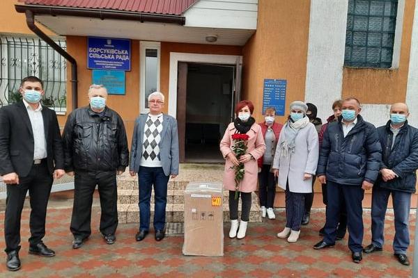 Борсуківська АЗПСМ отримала від благодійника концентратор кисню
