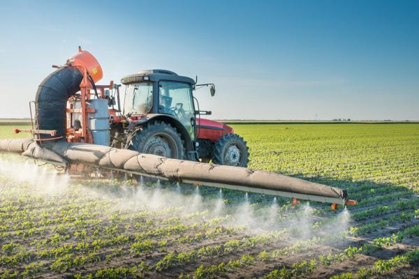 Увага! На Тернопільщині розпочали обробляти поля агрохімікатами