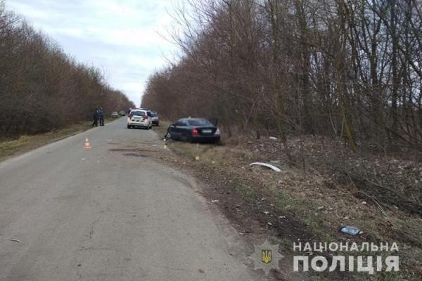 На Тернопільщині ДТП: автомобіль з'їхав у кювет