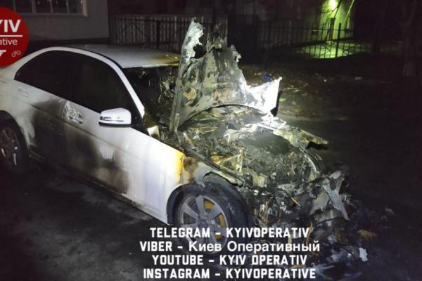 Колишній депутат спалив дружині авто і намагався спалити квартиру