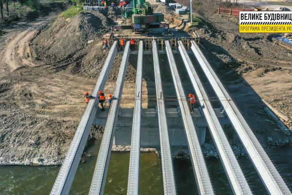 На Тернопільщині триває будівництво мосту через річку Серет