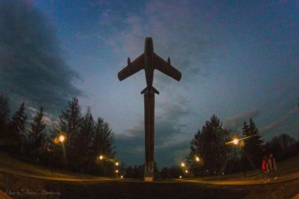 Тернополяни проголосували проти демонтажу літака на Східному