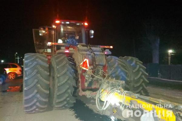 На Тернопільщині ДТП: не розминулися позашляховик та трактор
