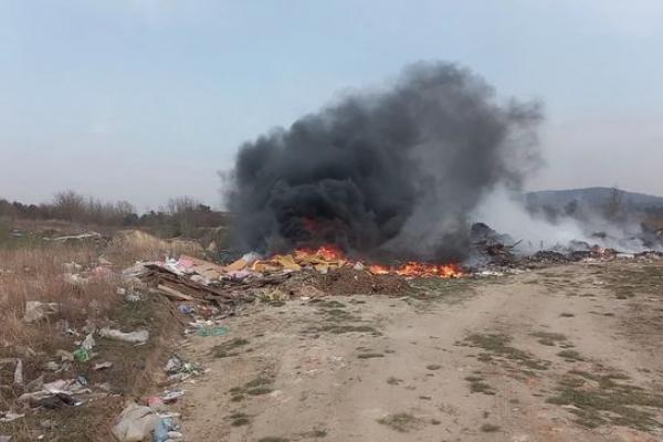 Жителі Тернопільщині продовжують спалювати суху траву