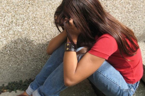 На Тернопільщині дівчинка отримала стусанів за те, що помагала своєму ж кривднику
