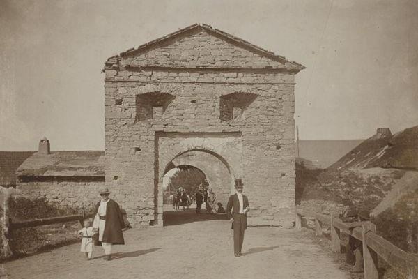 Фортеця Святої Трійці на фото 115 років тому