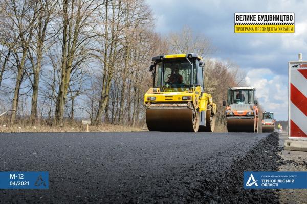 Тривають ремонтні роботи дороги Тернопіль-Бережани
