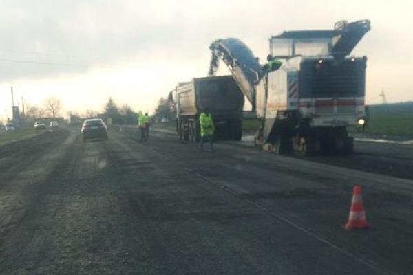 На Бережанщині ремонтують дорогу М-12