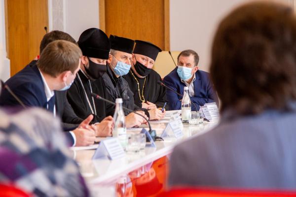 «Святкування повинне бути безпечним»: у Тернополі відбулося засідання Ради Церков
