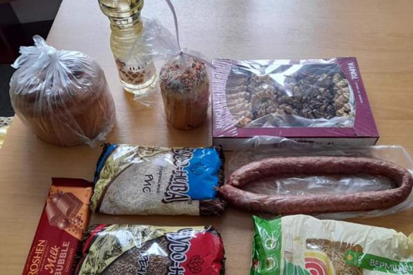 «Великодній кошик»: жителям Тернопільщини роздавали продуктові набори