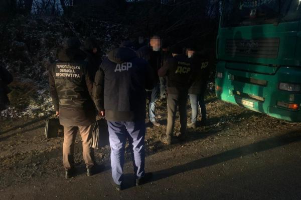 Вимагав хабаря: на Тернопільщині судитимуть лісничого