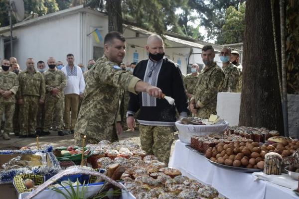 Військовослужбовець з Тернопільщини розповів, як миротворці святкують Великдень в ДР Конго
