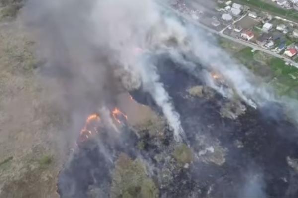 Поблизу Тернополя пожежа: горить очерет та суха трава