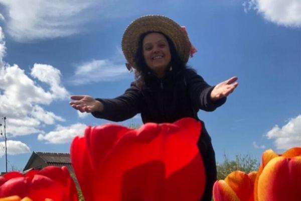 Жителька Тернопільщини висадила мальовниче тюльпанове поле