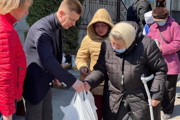 Великодні гостинці отримали підопічні благодійного фонду «Карітас»